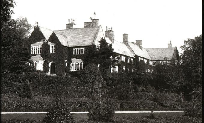 Windermere history and our large holiday cottages in the